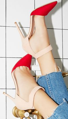 En Trend 2018 Stiletto Topuklu Ayakkabı Modelleri How should the right shoe choice be? What should be considered for foot health? Stilettos, Stiletto Heels, Buy Shoes, Women's Shoes, Shoe Boots, Trends 2018, Pretty Shoes, Beautiful Shoes, Crazy Shoes