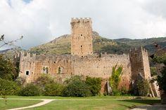 * Castles, Monument Valley, Explore, Nature, Travel, Naturaleza, Trips, Castle, Viajes