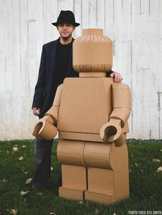 A man has made a life-size LEGO figure entirely out of cardboard and hot glue, complete with removable and rotating body parts. All flat and rounded surface planes of the original LEGO man were measured to the of. Cardboard Sculpture, Cardboard Furniture, Cardboard Crafts, Cardboard Playhouse, Art Carton, Lego Man, Lego Birthday Party, Lego Creations, Paper Art