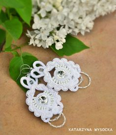 Lace snow white earrings - galeriamagia.blogspot.com Soutache Earrings, Crochet Earrings, White Earrings, Shibori, Brides, Snow White, Lace, Etsy, Snow White Pictures