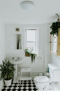White ceramic pedestal sink – Interior – Modern Home interior Design Kitchen 101 Living Room Modern, Living Room Decor, Life Hacks Home, Contemporary Bathroom Lighting, Bidet, Bathroom Trends, Bathroom Ideas, Funny Bathroom, Bathroom Hacks