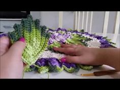 For carpet application By Vanessa Marcondes. Irish Lace, Diy Crochet, Crotchet, Crochet Flowers, Arm Warmers, Crochet Projects, Free Pattern, Diy And Crafts, Crochet Patterns