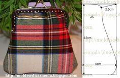 As medidas facilitam a modelagem deste porta-moedas. A escolha do tecido é fundamental para que o resultado pretendido seja de excelência. O fecho encontra Diy Bags Purses, Fabric Purses, Coin Purse Pattern, Frame Purse, Creation Couture, Bag Patterns To Sew, Patchwork Bags, Purse Styles, Handmade Bags