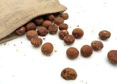 3x healthy kruidnoten variatie, met amandelen, dadels en stukjes chocolade. Super lekker én gezond!