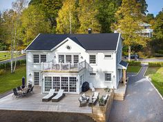 getting that flat stomach Colonial Exterior, Exterior Design, House Front, My House, House Extension Design, Swedish House, Cottage Design, Cottage Porch, Scandinavian Home