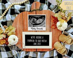 Halloween Pregnancy Announcement, Pregnancy Announcement To Husband, Fall Baby, Baby Winter, Creative Baby Announcements, Pregnant Announcements, Fall Maternity, Maternity Photos, Mädchen In Bikinis