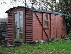 A railway wagon converted to a shed. Micro House Plans, Small Yard Landscaping, Landscaping Ideas, Small Cottages, Shepherds Hut, Garden Office, Farm Yard, Backyard, Outdoor Structures