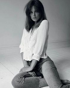 Oplev smukke Caroline Brasch Nielsen i månedens modeserie 'je-ne-sais-quoi' i eviggyldige styles som de blå jeans den hvide skjorte og det sorte jakkesæt - alt sammen med en ubesværet sensualitet a la Jane BirkinSerien er stylet af Barbara Gullstein som har udvalgt udelukkende bæredygtigt tøj og smykker til modeserien Foto: @oliverstalmans // Styling: @barbaragullstein #ELLEoktober  via ELLE DENMARK MAGAZINE OFFICIAL INSTAGRAM - Fashion Campaigns  Haute Couture  Advertising  Editorial…