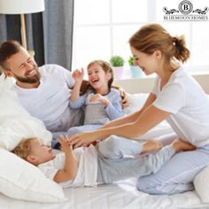 Wondering how bedding can make a difference to a good night's sleep? When you enjoy a happy morning with your family! Luxury Sheets, Luxury Bedding, Bed Photos, Couple Photos, Bed Sheet Sets, Bed Sheets, Egyptian Cotton Sheets, Happy Morning, Blue Moon