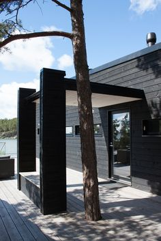 SUMMER VILLA VII, Kustavi | Kesäasunnot ja saunat | Projektit | Arkkitehtitoimisto Haroma & Partners OY Exterior Design, Interior And Exterior, Black Feature Wall, Black House Exterior, Summer Cabins, Wooden Architecture, Dream Beach Houses, Cottage Design, Cottage Homes