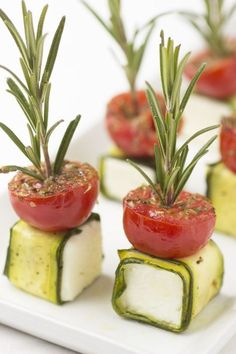Clever-and-Innovative-Food-Presentation-IdeasYou can find Catering food and more on our website.Clever-and-Innovative-Food-Presentation-Ideas Appetizers For Party, Appetizer Recipes, Tomato Appetizers, Canapes Recipes, One Bite Appetizers, Fingerfood Party, Cheese Appetizers, Appetizer Ideas, Food Garnishes