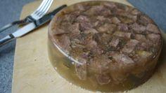 Selbstgemachte Sülze ist enorm einfach und schnell herzustellen ➤ Gesundes Fleisch, kräftige Brühe und die Wunderwaffe Gelatine ➤ fertig ist die leckere Sülze.