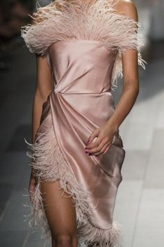 Marchesa at New York Fashion Week Spring 2018 - Details Runway Photos Source by aliffman Fashion Details, Look Fashion, High Fashion, Fashion Show, Fashion Outfits, Fashion Design, Elegance Fashion, Elegant Fashion Wear, Fashion 2020