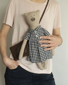 Let's take a teddy bear by Philomena Kloss and go for a walk! Don't forget your camera and tag your photos with Fabric Doll Pattern, Plush Pattern, Fabric Dolls, Doll Patterns, Diy Rag Dolls, Whale Pillow, Handmade Stuffed Animals, Diy Resin Art, Bear Doll