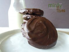 Gluten-free and vegan thin mint recipe!!!! I think I am in love with this person's blog :D