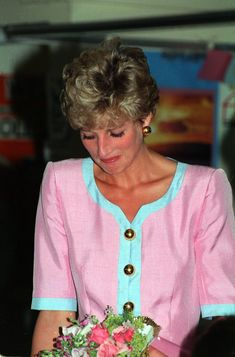 Princess Diana Crying after meeting with Queen Elizabeth Photo (C) GETTY IMAGES