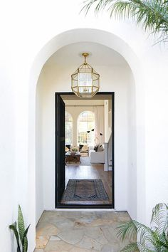 Front Door Entry Decor Unique 15 Entryway Decorating Ideas that Make A Stunning First Modern Entry Table, Entry Tables, Sofa Tables, Console Table, Foyer Decorating, Decorating Ideas, Decor Ideas, Rug Ideas, Summer Decorating