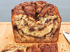 Sweet moist banana bread swirled with everyone's favorite Nutella spread. I can't think of a better way to start the day! Baked Banana Chips, Nutella Banana Bread, Moist Banana Bread, Banana Bread Recipes, Baking Recipes, Cake Recipes, Brunch Recipes, Baking Ideas, Nutella Spread