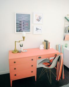 Kelly Green and Coral makeover for a home office by @OleanderandPalm