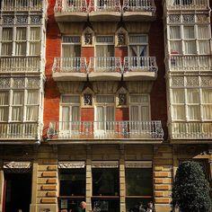 Me gusta pasear por la ciudad los sábados por la mañana. #balconies #balcones #fachadas #artdecó #cartagena #cartagenadelevante