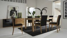 The idea of ​​a modern wooden dining room is becoming popular today because of its elegant design if you put it in the contemporary dining room decor. Rug Under Dining Table, Modern Dining Table, Dining Room Chairs, Dining Room Furniture, Small Dining, Garden Furniture, Nice Furniture, Kitchen Tables, Elegant Dining