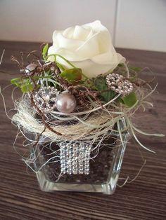 edles Gesteck im Glas,weiße Rose mit Strass von ...die mit den Blumen tanzt... auf DaWanda.com