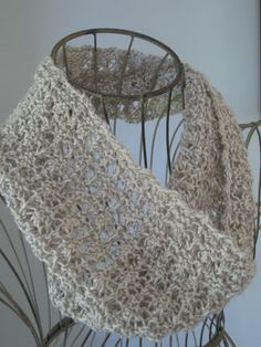 Balls to the Walls Knits: Madeira Mesh Cowl pretty free pattern