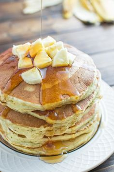 These Healthy Banana Pancakes are so easy to make and so fluffy and tasty. And there's no added sugar! At 140 calories per pancake, these are a must try. ❤ COOKTORIA.COM