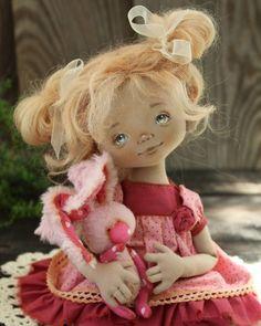 А у нас  тут зайцы в горошек :) #кукла #авторскаякукла #текстильнаякукла #интерьернаякукла #куклаизтекстиля #куклаизткани #ручнаяработа #кукладевочка #куклакупить #заяц #вгорошек #doll #dolls #textildoll #handmadedoll #handmadetoys