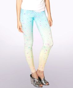 A lightweight pair of leggings in a summery mermaid print.