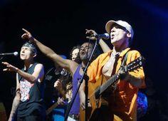 Mario de Doctor Krápula, Rubén de Café Tacvba y Manu Chao en el concierto por el Amazonas, el pasado 7 de marzo en Leticia.