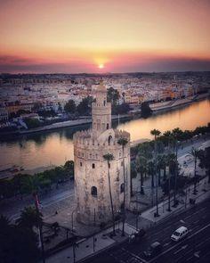 Tower Bridge, Spain, Mansions, House Styles, City, Travel, Sevilla, Viajes, Manor Houses