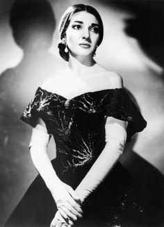 Maria Callas née Sophie Cecilia Kalos (1923-1977) est une cantatrice américaine naturalisée grecque
