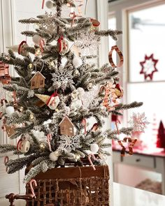 Cute Christmas Tree, Vintage Christmas, Xmas, Vintage Santas, Trees, Farmhouse, Cozy, Holiday Decor, Inspiration