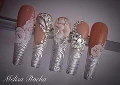 Tercera dimensión,Swarovski y texturas conforman este lindo set para uñas de Novia 3d Nail Art, 3d Art, Nail Art Hacks, Silver Nails, Rhinestone Nails, Bling Nails, 3d Nail Designs, Acrylic Nail Designs, Nail Swag