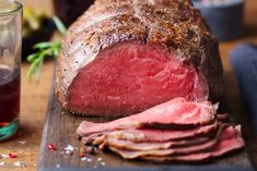 Sous Vide, Smoked Beef Roast, Best Cut Of Beef, Smoked Mac And Cheese, Meat Injector, Roast Beef Recipes, Fish And Meat, Cooking On The Grill, Sauce Recipes