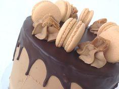 Makronky se slaným karamelem Drip Cakes, Cheesecake, Birthday Cake, Pudding, Desserts, Cupcakes, Pizza, Food, Tailgate Desserts