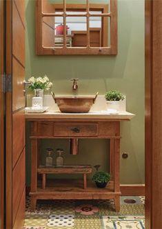 Home Interior Design — Adaptado como bancada no lavabo, o aparador antigo. Bathroom Windows, Bathroom Floor Tiles, Lavabo Vintage, Patchwork Tiles, Deco Studio, Vintage Bathrooms, Small Bathroom, Master Bathroom, Sweet Home