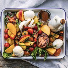 Cuisine fraîcheur: les meilleures recettes d'Annie Ferland - Châtelaine Nutrition, Salads, Dairy, Cheese, Annie, Food, Raw Broccoli Salad, Peach Basket, Chicken Leftovers