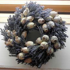 Makovice v levanduli...nebo naopak? Krásná kombinace šedomodrých makovic s levandulí. Lavender Crafts, Lavender Wreath, Autumn Decorating, Crafts To Make And Sell, Nature Crafts, Fall Wreaths, Diy Wreath, Handmade Flowers, Flower Wall