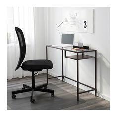 VITTSJÖ Stůl na laptop IKEA Vyrobeno z tvrzeného skla a kovu – odolných materiálů, které vytváří otevřený a vzdušný dojem.