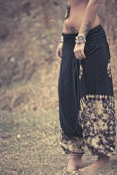 Silver capped black horn necklace & RANCHO RELAXO harem pants