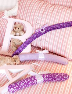http://www.portaldeartesanato.com.br/materias/945/Cabide%20forrado