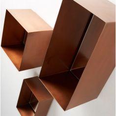Sett av tre speil i metallramme med kobberoverflate.  $2,190.00