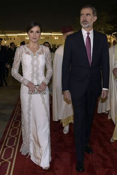 Princess Letizia, Queen Letizia, Royal Fashion, White Fashion, Famous Wedding Dresses, Style Royal, Spanish Royalty, Estilo Real, Famous Celebrities