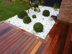 Une terrasse en bois avec Leds incrustées