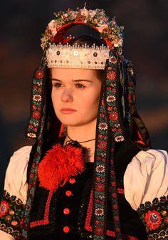 Tradičné kroje z Dobrej Nivy - Podpoľanie, Slovakia Goddess Art, Moon Goddess, Folk Costume, Costumes, Roman Mythology, Greek Mythology, Principles Of Art, Folk Dance, Albrecht Durer