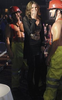 Castle BTS, Stana Katic a fan of the Hotness! Castle Tv Series, Castle Tv Shows, Castle Season 3, Castle Beckett, Great Tv Shows, Almost Famous, Stana Katic, Beautiful Actresses, Favorite Tv Shows
