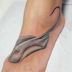 Start by selecting a good foot tattoo ideas, small foot tattoos, foot tattoos, foot tattoos quotes, ankle foot tattoos and butterfly foot tattoos. Foot Tattoos Girls, Cute Foot Tattoos, Small Foot Tattoos, Foot Tattoos For Women, Nice Tattoos, 3d Tattoos, Finger Tattoos, Tatoos, Tattoo Platzierung