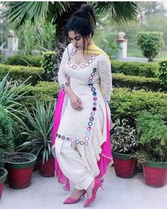 Stunning and stylish outfits ideas for HOLI / absolute unique ideas. Pakistani Fashion Casual, Punjabi Fashion, Hijab Fashion, Men Fashion, Korean Fashion, Spring Fashion, Fashion Dresses, Dress Indian Style, Indian Dresses